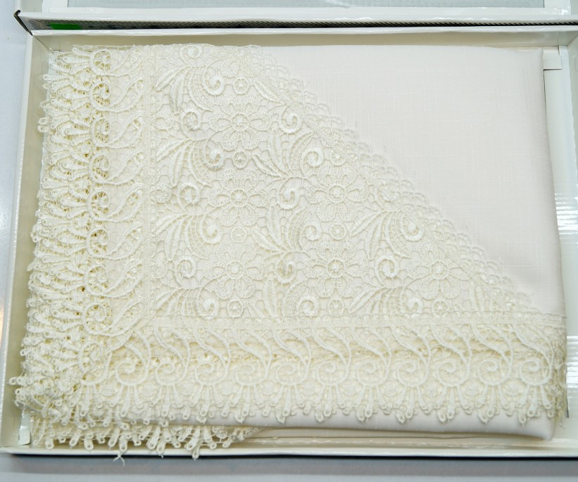 Скатерть с Гипюром в Подарочной Коробке 160x220 см Santuk Gelencik Zelal